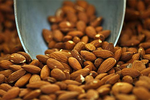 healthy-foods-almonds-512x342